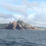 Der wunderschöne Fels an der Einfahrt nach Muxía, noch im Sonnenschein