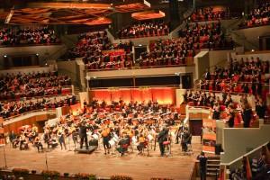 """Die Uraufführung von """"Eternal Winds"""" mit 585 Flötisten"""