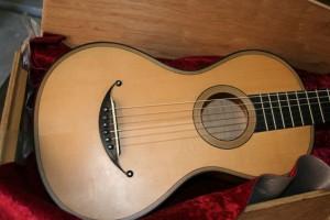 dDie romantische Gitarre mit einem Lächeln
