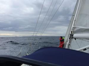Volker turnt auf dem Vorschiff herum