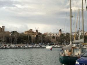 Die Windmühlen am Hafen von Palma