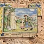 Kacheln, die das Leben der heiligen Catalina zeigen