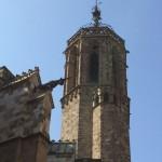 Ein Turm hnter der Kathedrale von Barcelona