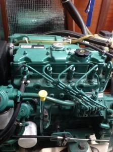 Der Motor sieht immer noch aus wie neu (ist ja auch ein Segelboot)