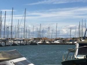 Der Wind heult durch den Hafen
