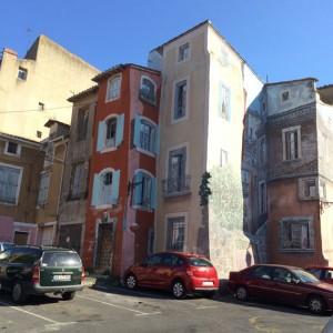 Gemalte Häuserfassaden in Agde