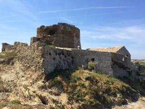 Leider zu verfallen, um besichtigt zu werden, das Fort auf der Petite Langoustier