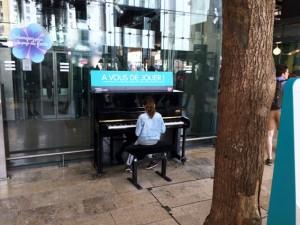 Ein Klavier im öffentlichen Raum