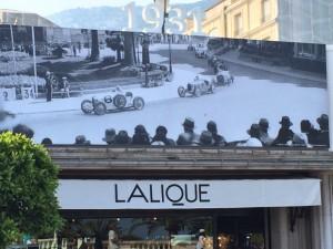 Alte Fotos von Renn-Events schmücken die Stadt
