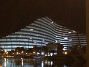 """Futuristische Gebäude schmücken den Hafen von der Marina """"Baie des Anges"""" (Bucht der Engel)"""