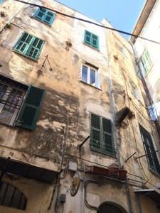 Häuser, vom Verfall bedroht