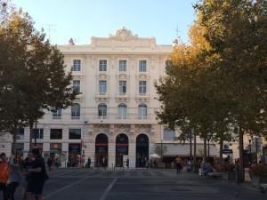 Der Orange-Laden residiert im ehemaligen Grand Hotel
