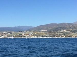 Das Regattafeld der 420er vor San Sebastian al mare