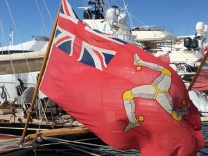 Die Shamrock segelt unter der Flagge der Isle of Man