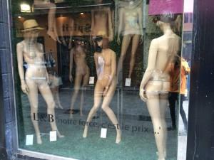 Die Mädels warten auf den Couturier