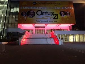 Die Treppe am Palais des Festivals, illuminiert für die Nacht