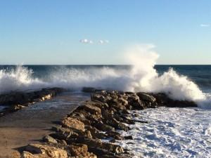Ganz schön hoch sind die Wellen in der Bucht