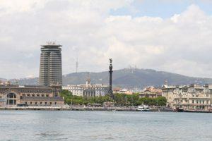 Die Statue von Kolumbus ziert die Einfahrt von Barcelona
