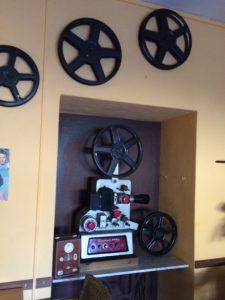 Im Restaurant: Fer Filmvorführautomat …