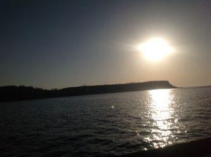 Sonnenschein über der Bucht Xuclà