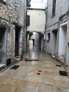 Die Wege sind noch nass vom Regen