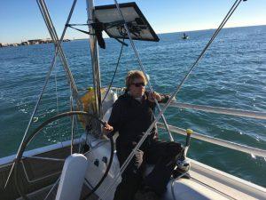 Keine Welle und ein schöner Wind – der Skipper ist glücklich